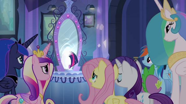 File:Twilight leaving through the mirror EG.png
