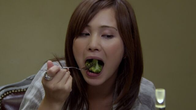 File:Fake Luka eating brocoli.jpg