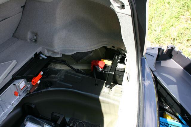 File:LV Battery in trunk.jpg
