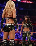 RR11 Divas Match.2