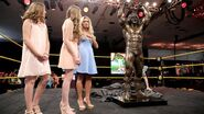 Ultimate Warrior Statue unveiled at Axxess.7
