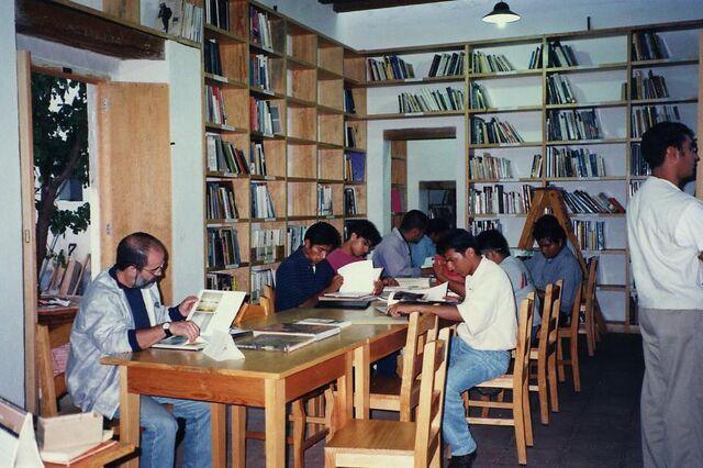 File:Centro-fotografico-students.jpg