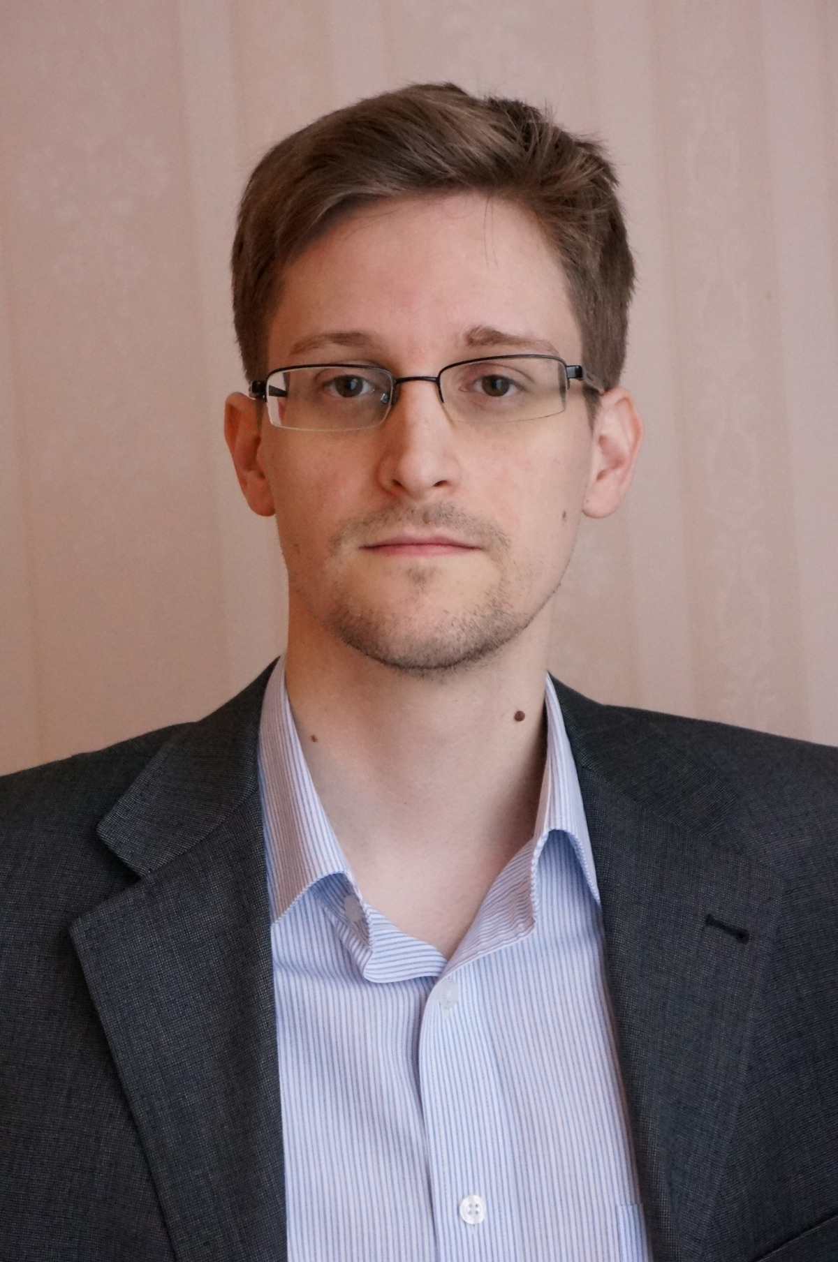 Edward Snowden | Real life Heroes and good guys Wiki | Fandom powered ...