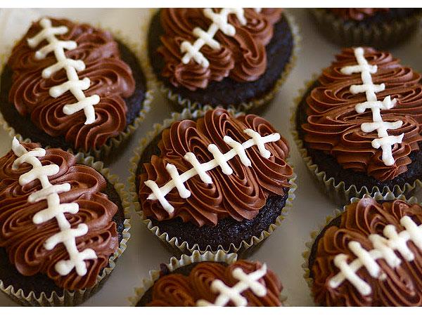 File:Football-cupcakes-600x450.jpg