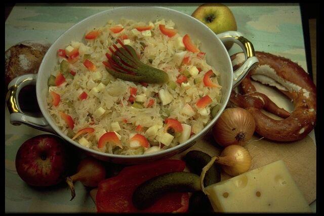 File:Sauerkrautsalat mit schinken.jpg