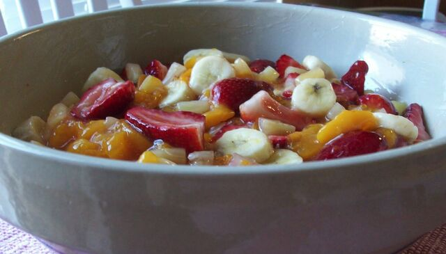 File:Peach fruit salad4 final.jpg