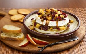 Delightful-appetizers-for-christmas-caramel-apple-baked-brie