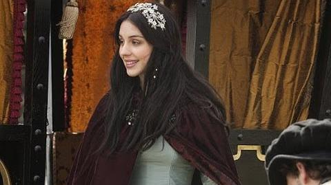 "Adelaide Kane Says Mary Queen of Scots ""Very Gossip Girl"" in Reign POPSUGAR Interview"