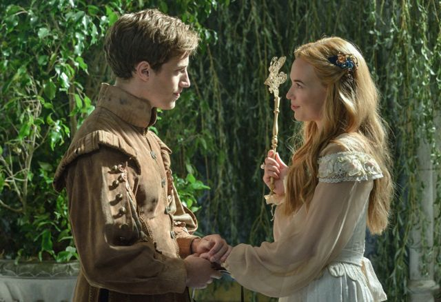 File:Leith-and-Greer-reign-tv-show-35854852-640-438.png