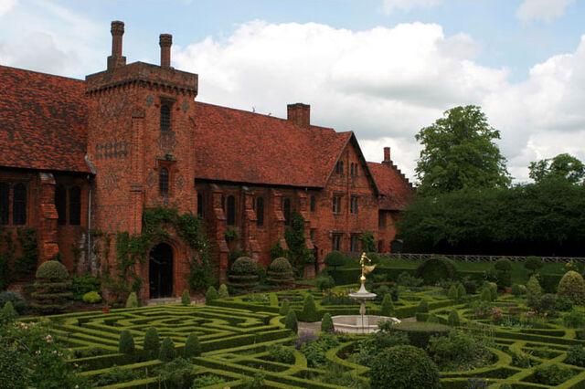 File:Hatfield House Old Palace.jpg