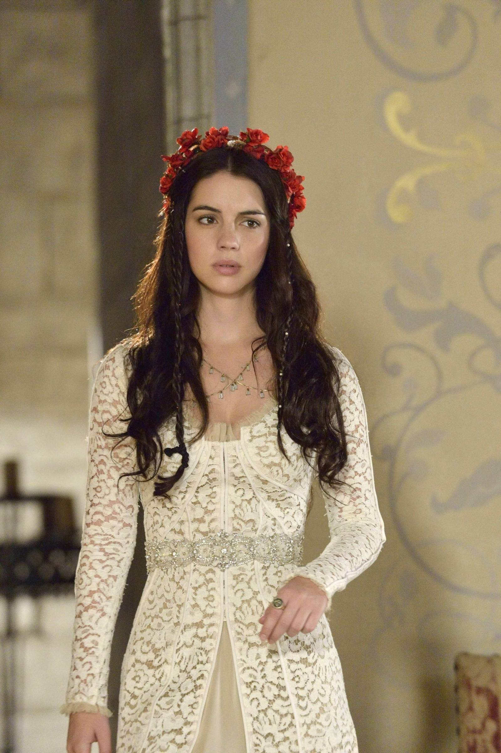 Reign episode 7 red dress hairstyles
