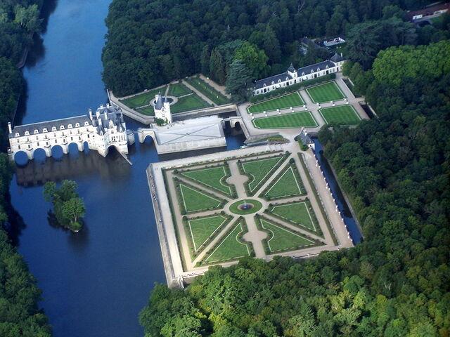 File:1024px-Chateau de Chenonceau,vue d'avion..JPG