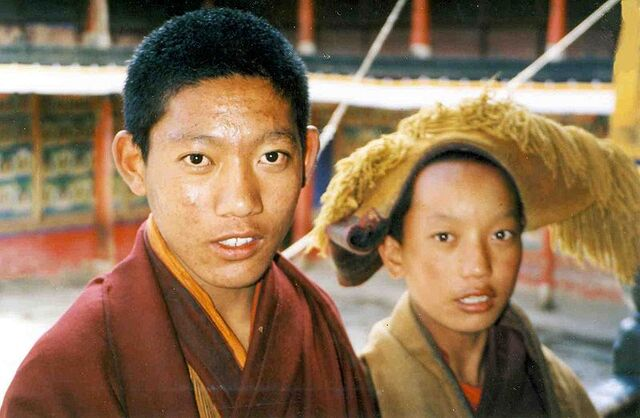 File:Two novice monks. Tashilhunpo, 1993.jpg