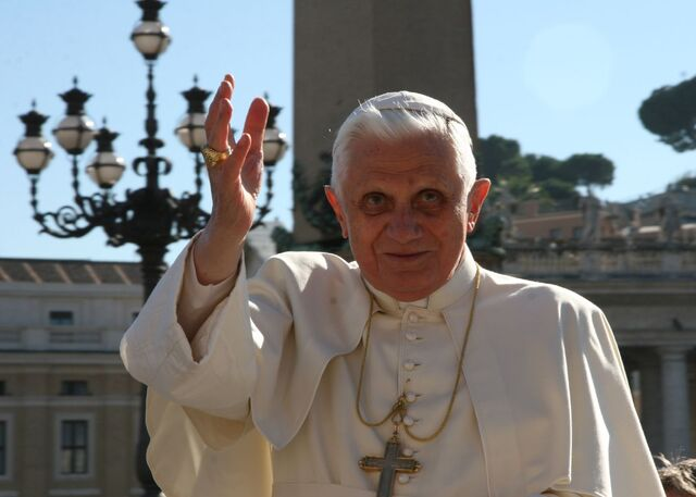 File:The Pope-923.jpg