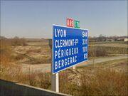 Pancarte kilométrique juste après le péage d'Arveyres.JPG