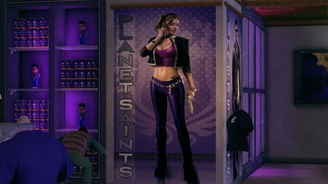 File:Shaundi advertising her attire.jpg