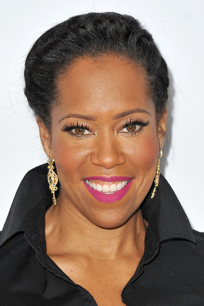 The 47-year old daughter of father Thomas King and mother Gloria King, 160 cm tall Regina King in 2018 photo