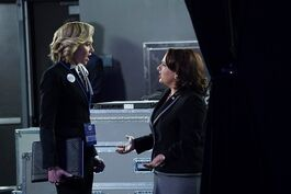5x15 - Elizabeth North and Susan Ross 03