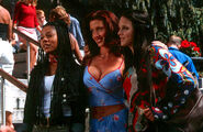 Regina hall shannon elizabeth anna faris scary movie 001