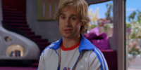 Fred Jones (Freddie Prinze, Jr.)
