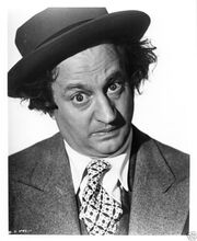 Larry-Fine-three-stooges-23436858-654-800