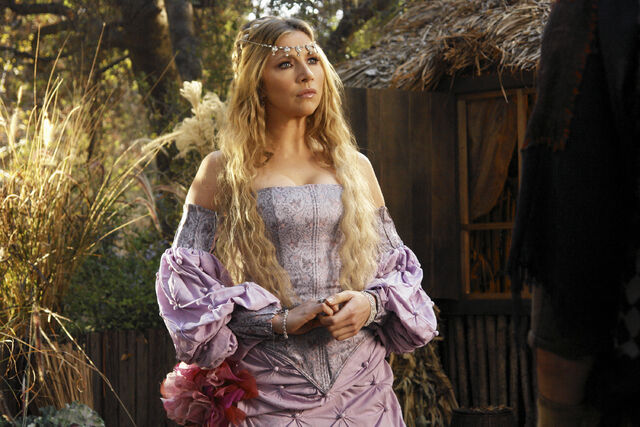 File:7x11 Elliot as Princess III.jpg