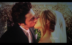 8x18-JD and Elliot marriage kiss