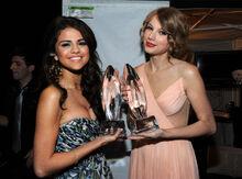 Selena Gomez Taylor Swift Peoples Choice 2011