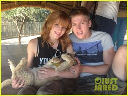 Bella-thorne-and-tristan-with-newborn-cub-(4)