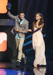 Roshon-fegan-with-ArianaGrande-presenting-billboard-music-award
