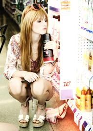 Bella-thorne-shampoo-shopping
