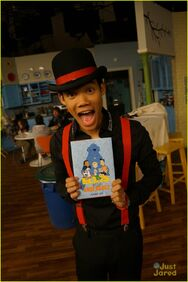 Shake-it-up-stars-elvis-book-05