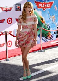 Bella-thorne-at-the-Disney-Planes-premiere-(4)
