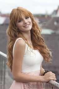 97292 Preppie Bella Thorne posing for a photo shoot on a hotel in Munich 1 122 336lo