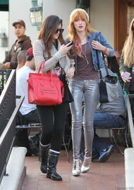 Bella Thorne Lunch5