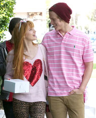 Bella-thorne-with-boyfriend (2)
