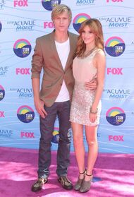 Bella-thorne-teen-choice-awards-2012-with-boyfriend