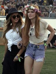 Bella-thorne-flower-crown-at-festival