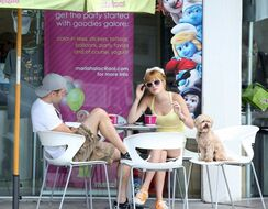 Bella-thorne-FroYo-Smurfs-in-background
