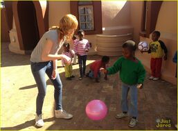Bella-thorne-in-africa-(2)