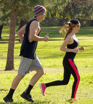 Bella-thorne-run with boyfriend (5)