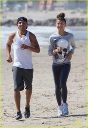 Zendaya-coleman-jogging-on-the-beach