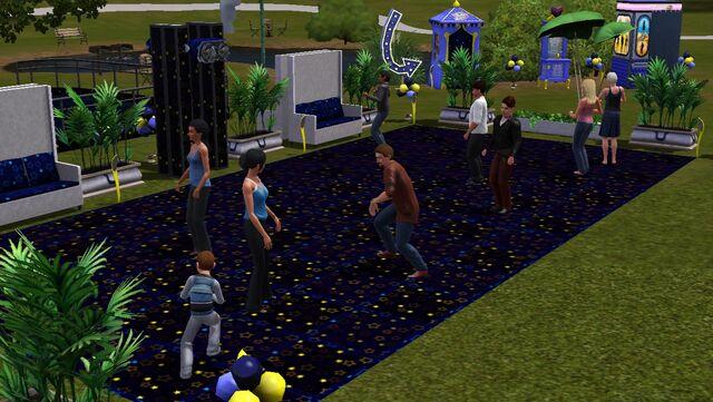 File:Festival spring - dance floor.jpg