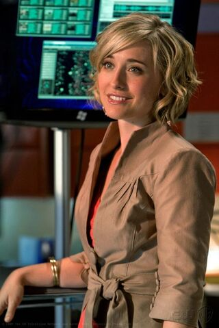 File:1589562-chloe sullivan smallville super.jpg