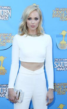 Laura-Vandervoort--2015-Saturn-Awards--12-662x1077