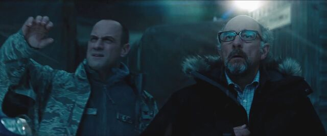 File:Man-of-Steel-Trailer-Images-Colonel-Hardy-Christopher-Meloni-Dr.-Emil-Hamilton-Richard-Schiff.jpg