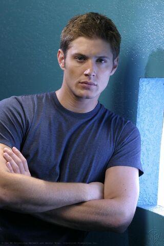 File:Jensen Ackles Smallville Promotional 2-26.jpg