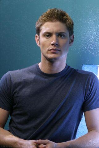File:Jensen Ackles Smallville Promotional 2-30.jpg