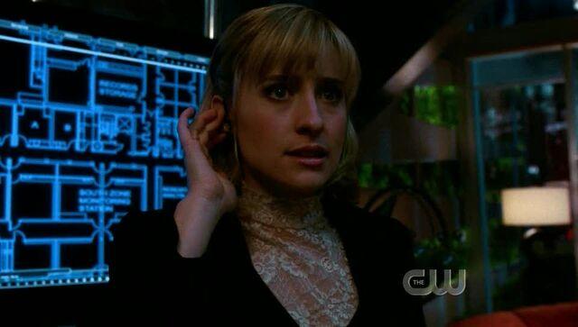 File:SmallvilleS6E11136.jpg