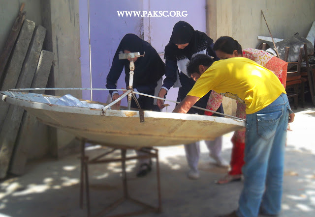 File:Para bolic solar cooker remaking school students (13).JPG
